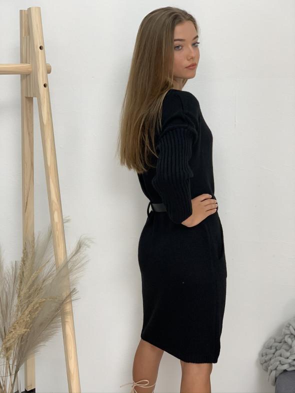 Šaty svetrove s opaskom