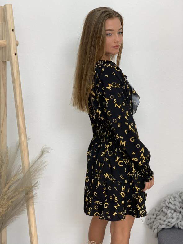 Šaty čierne s písmenkami 1040