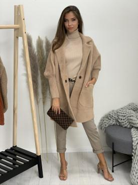 Kabát po kolená jednofarebný dve vrecká