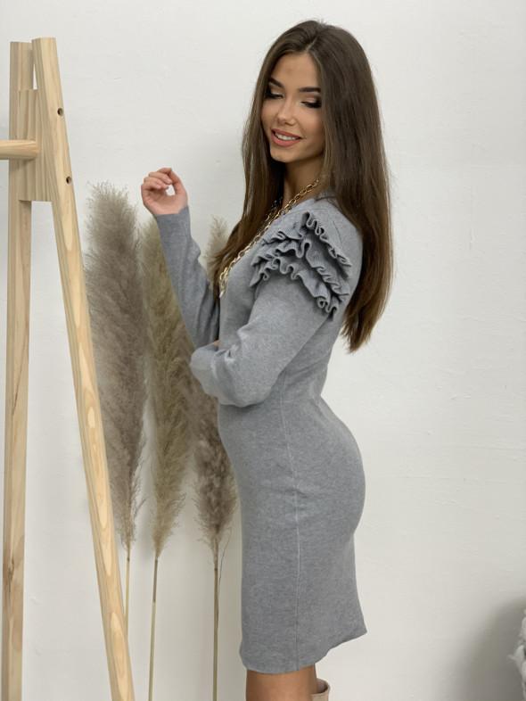 Šaty úpletové volánky na ramenách 90316